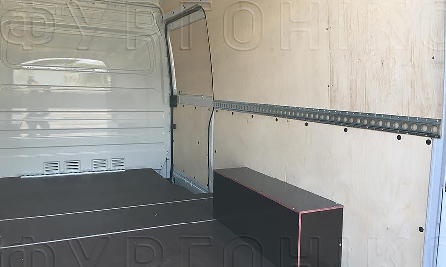 Обшивка фургона Mercedes-Benz Sprinter Classic L2H2: Боковая дверь, стены, пол, арки и рейка