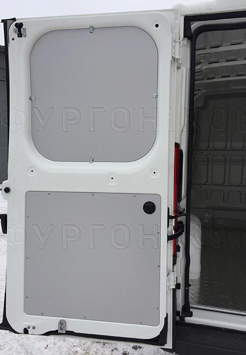 Обшивка фургона Fiat Ducato L1H1: Левая задняя дверь