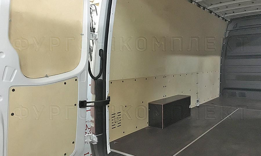 Обшивка фургона Mercedes-Benz Sprinter L3H2: Пол, арки, двери и стены