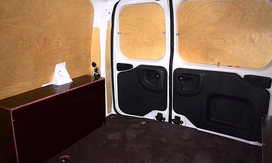 Обшивка фургона Лада Ларгус L1H1: Пол, арки, стены и задние двери