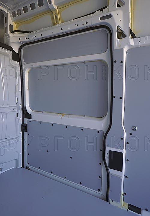 Обшивка фургона Citroën Jumper L3H3: Пол и боковая дверь