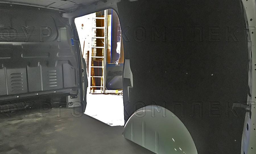 Обшивка фургона Mercedes-Benz Vito L2H1: Пол и стены