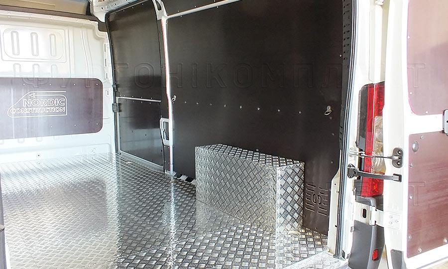 Обшивка фургона Fiat Ducato L2H2: Пол, стены, арки, двери и перегородка