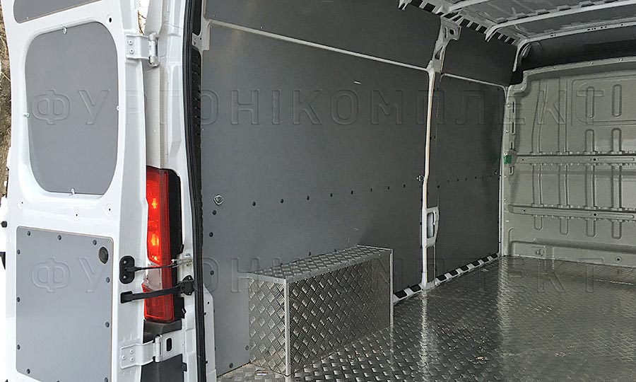 Обшивка фургона Peugeot Boxer L3H2: Пол, стены, арки и задняя дверь