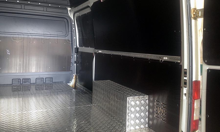 Обшивка фургона Mercedes-Benz Sprinter L2H2: Пол, стены, арки, перегородка и двери