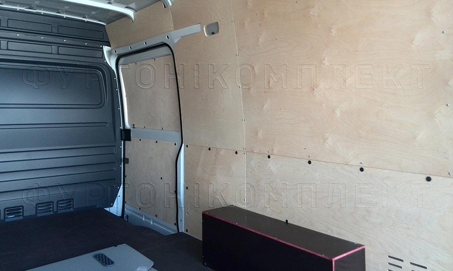 Обшивка фургона Mercedes-Benz Sprinter Classic L3H2: Пол, стены, боковая дверь и арки