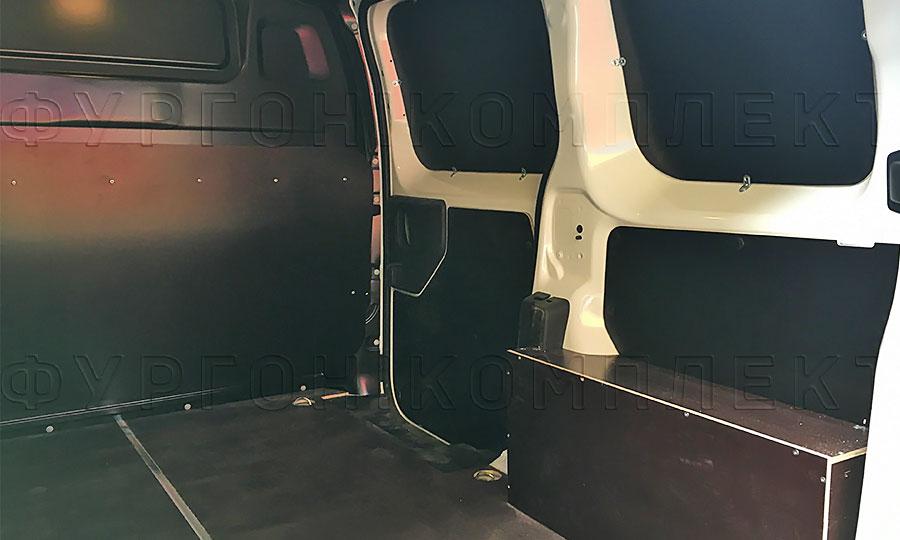 Обшивка фургона Peugeot Expert 2017 L1H1: Пол, стены, боковая дверь и перегородка