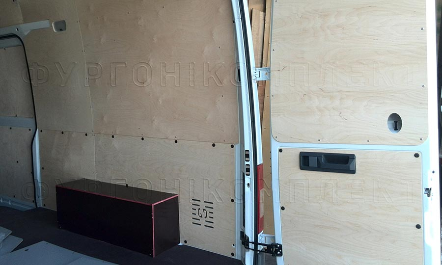 Обшивка фургона Mercedes-Benz Sprinter Classic L3H2: Пол, стены, двери и арки