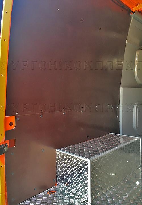 Обшивка фургона Mercedes-Benz Sprinter L2H2 грузопассажирский: Пол, стены и арки