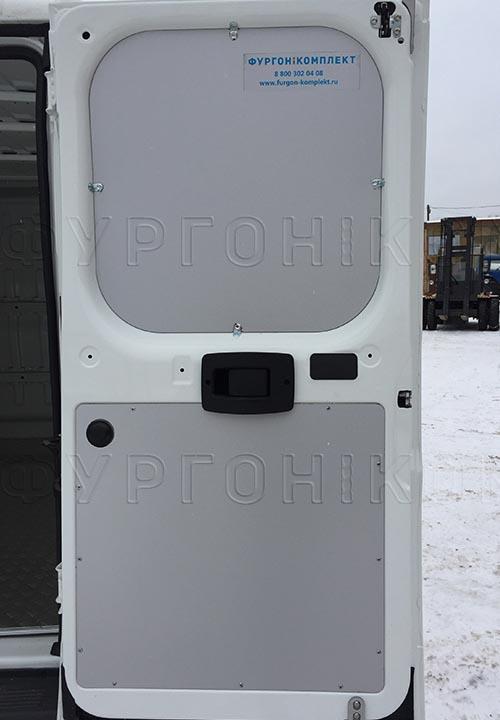 Обшивка фургона Fiat Ducato L1H1: Правая задняя дверь