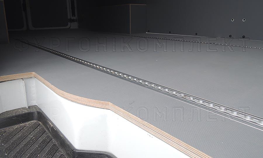 Обшивка фургона Mercedes-Benz Sprinter Classic L3H2: Рейка в пол ТРА-2