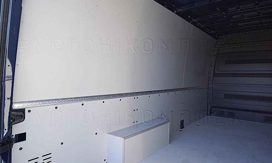 Обшивка фургона Volkswagen Crafter L3H2: Стены, арки и пол