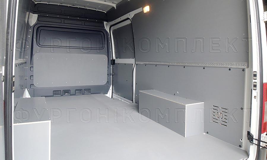 Обшивка фургона Mercedes-Benz Sprinter L2H2: Стены, арки, пол, боковая дверь и перегородка