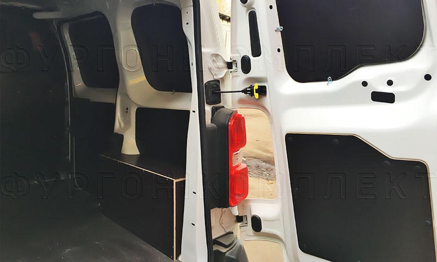 Обшивка фургона Peugeot Expert 2017 L1H1: Стены, двери, арки и пол