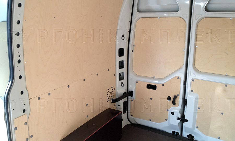 Обшивка фургона Nissan NV400 L2H2: Стены, двери и арки