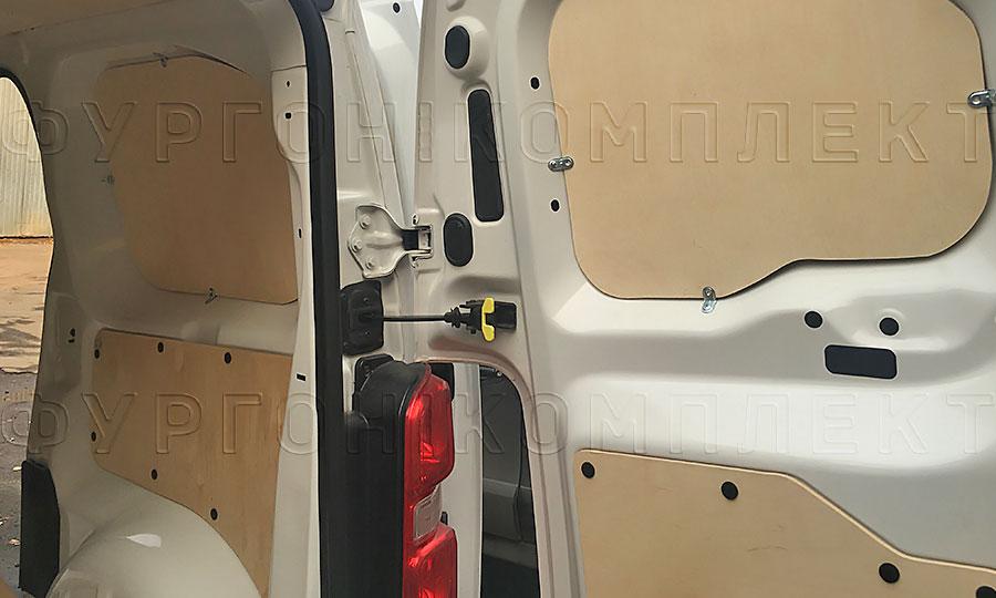 Обшивка фургона Peugeot Expert 2017 L2H1: Стены и двери