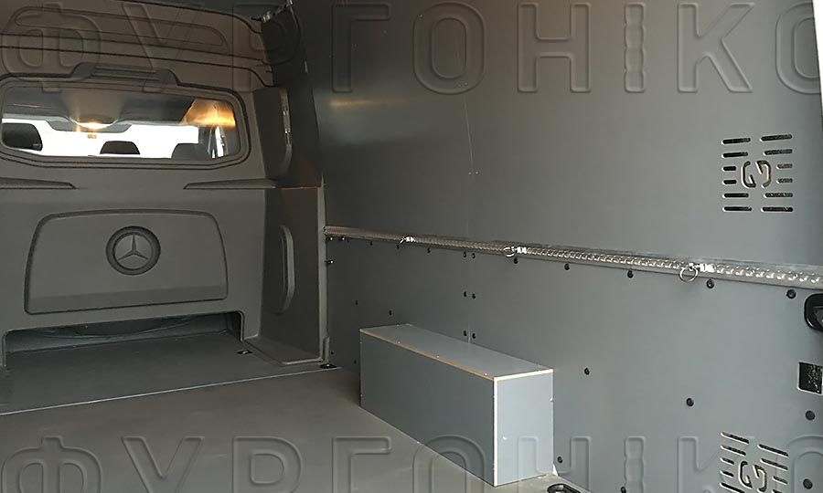 Обшивка фургона Mercedes-Benz Sprinter L3H2: Стены, пол, арки и алюминиевая рейка с кольцами