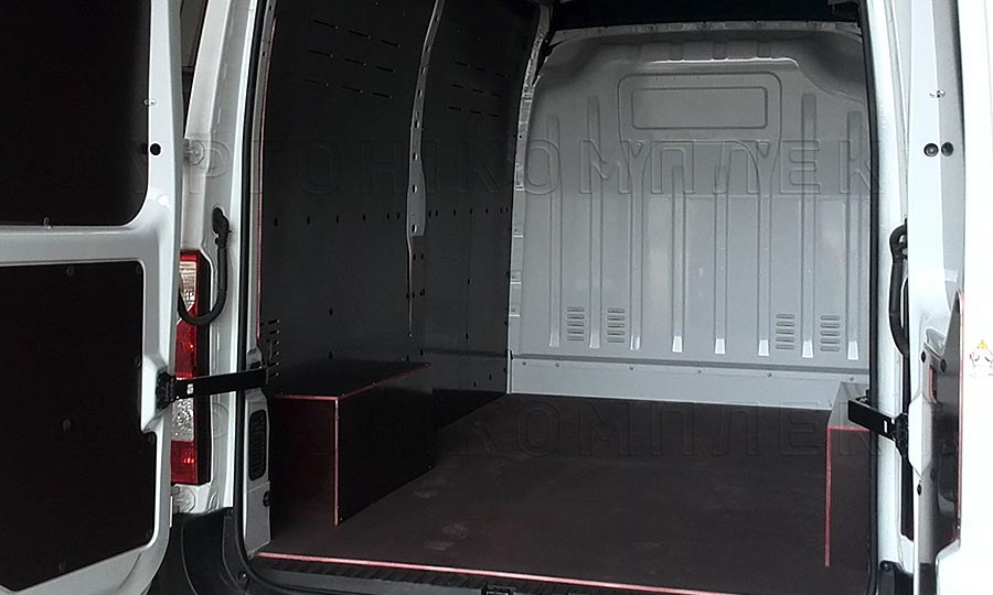 Обшивка фургона Nissan NV400 L2H2: Стены, пол, арки и задние двери