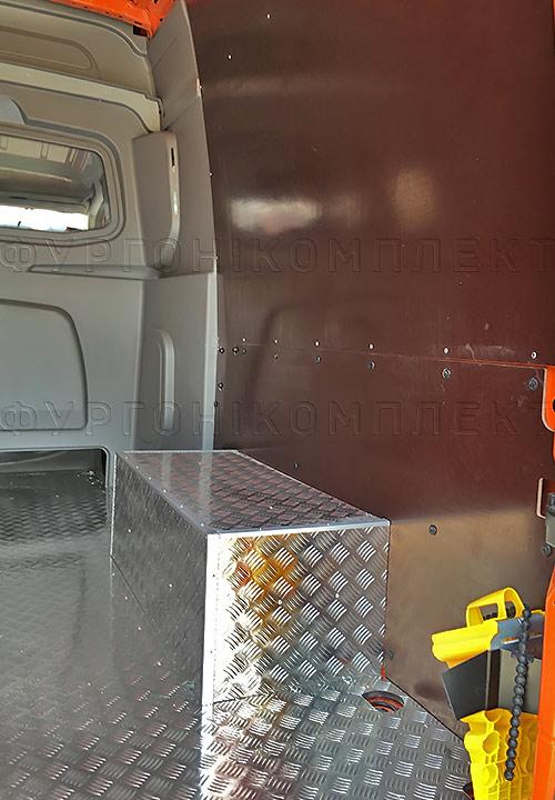 Обшивка фургона Mercedes-Benz Sprinter L2H2 грузопассажирский: Стены, пол и арки