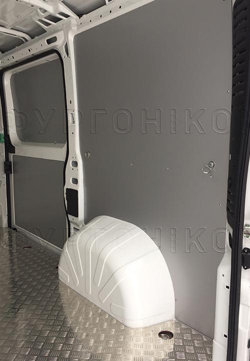 Обшивка фургона Citroën Jumper L1H1: Стены, пол и боковая дверь