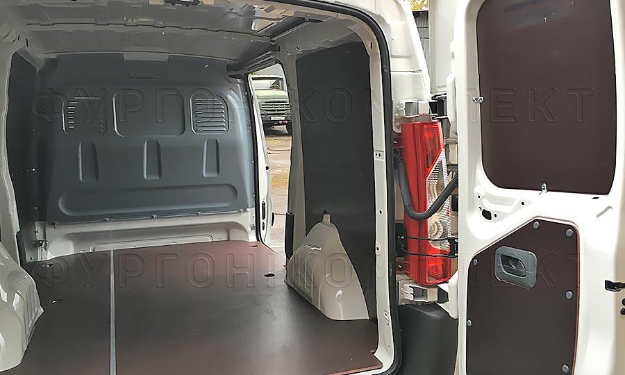 Обшивка фургона Citroën Jumpy L1H1: Стены, пол и задние двери