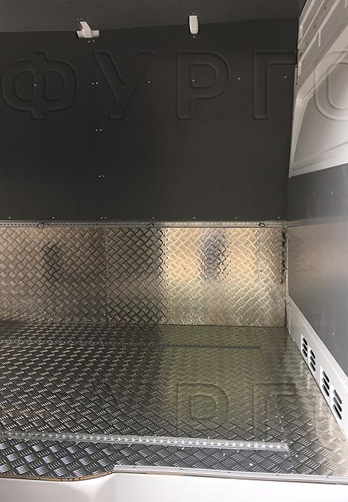 Обшивка фургона Mercedes-Benz Sprinter Classic L3H2: Стены, пол, перегородка за водтелем и такелажная рейка