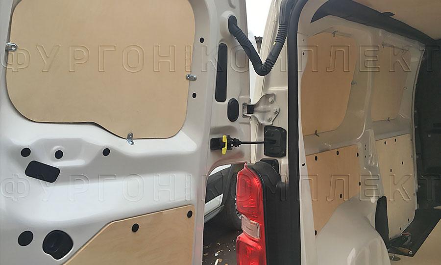 Обшивка фургона Peugeot Expert 2017 L2H1: Стены, пол, потолок и двери