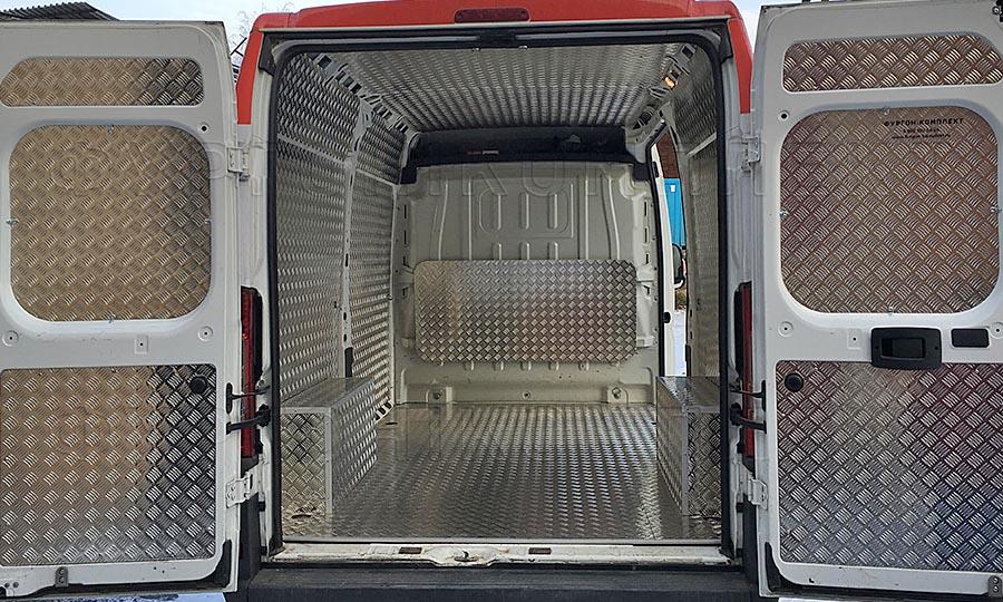 Обшивка фургона Peugeot Boxer L3H3: Стены, пол, потолок, перегородка, двери и арки
