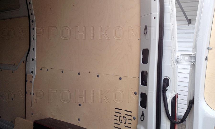 Обшивка фургона Renault Master L2H2: Стены