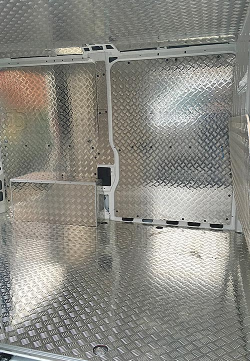 Обшивка фургона Fiat Ducato L1H1: Вид со стороны боковой двери