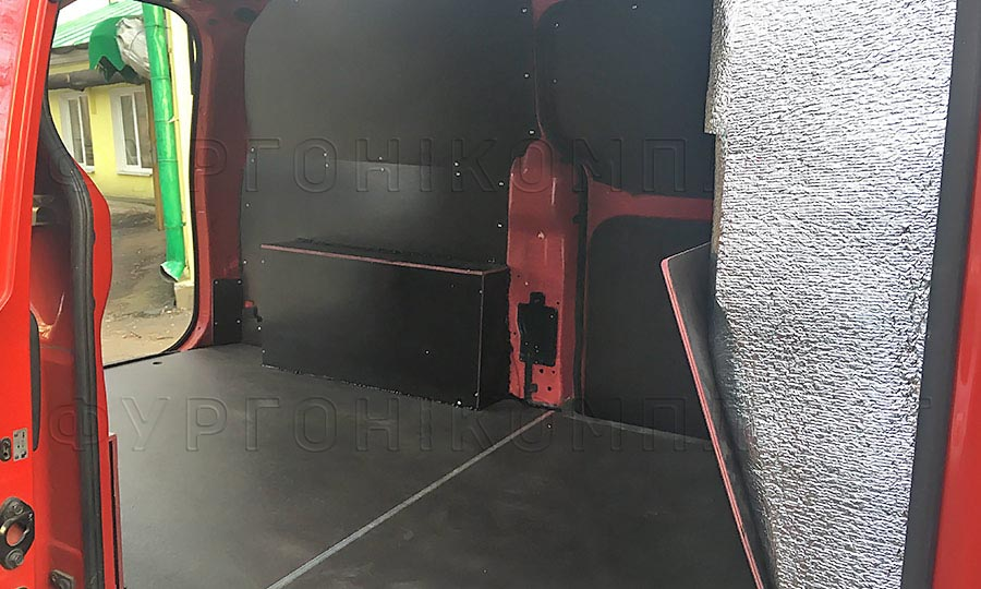 Обшивка фургона Hyundai Starex (H-1) L1H1: Вид со стороны боковой двери
