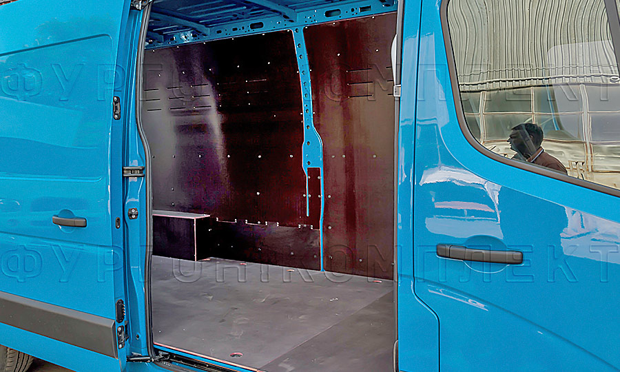 Обшивка фургона Opel Movano L3H2: Вид со стороны боковой двери