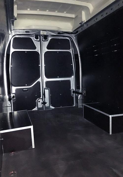 Обшивка фургона Iveco Daily L4H3: Вид со стороны боковой двери