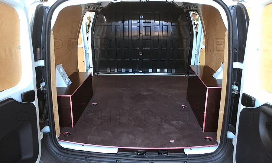 Обшивка фургона Лада Ларгус L1H1: Вид со стороны задних дверей