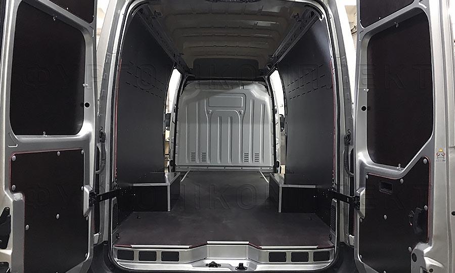 Обшивка фургона Iveco Daily L4H3: Вид со стороны задних дверей