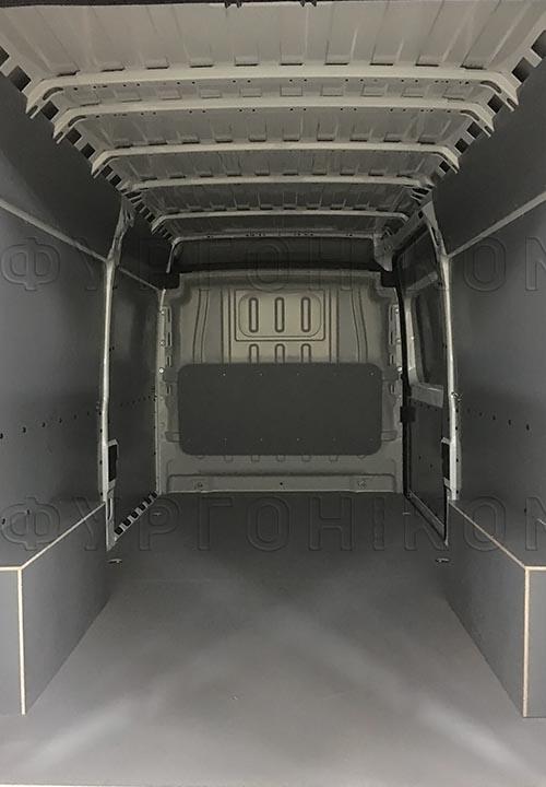 Обшивка фургона Peugeot Boxer L2H2: Вид со стороны задних дверей