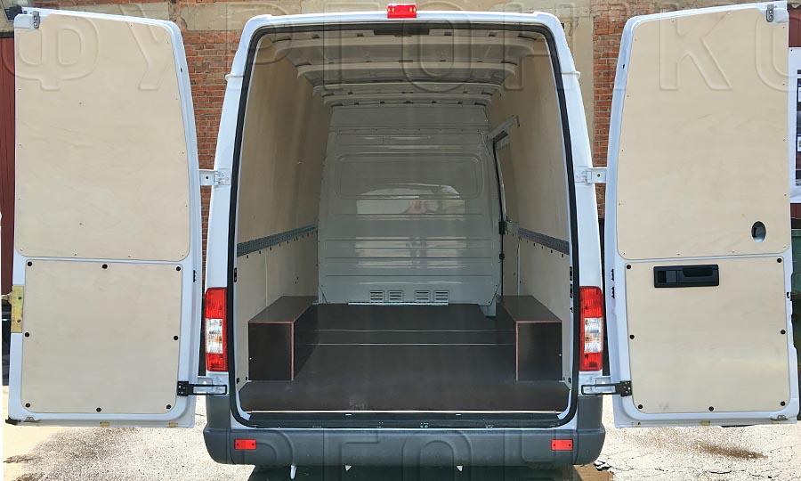 Обшивка фургона Mercedes-Benz Sprinter Classic L2H2: Вид со стороны задних дверей