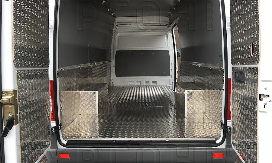 Обшивка фургона Mercedes-Benz Sprinter Classic L3H2: Вид со стороны задних дверей