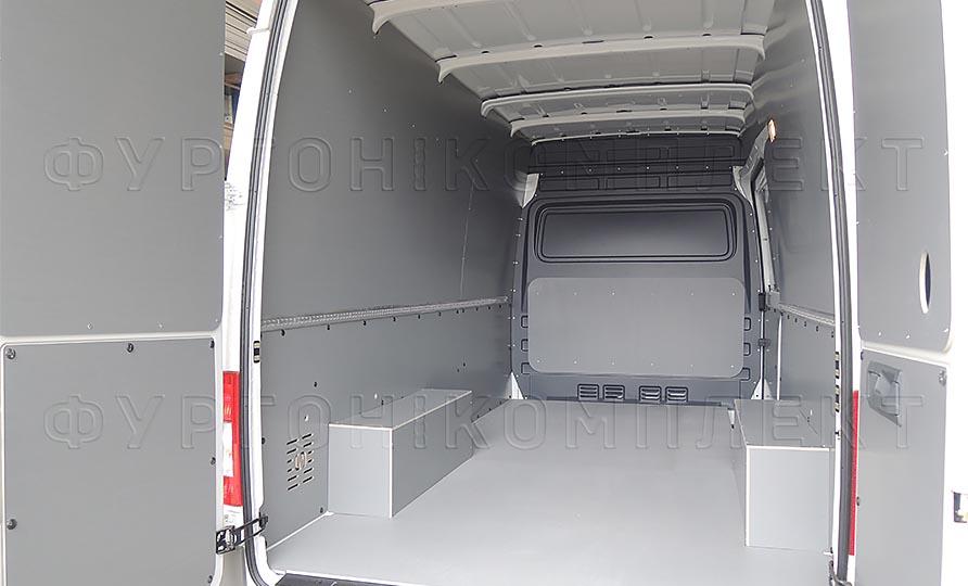 Обшивка фургона Volkswagen Crafter L2H2: Вид со стороны задних дверей