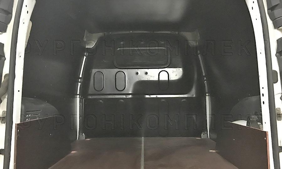 Обшивка фургона Renault Kangoo L1H1: Вид со стороны задних дверей