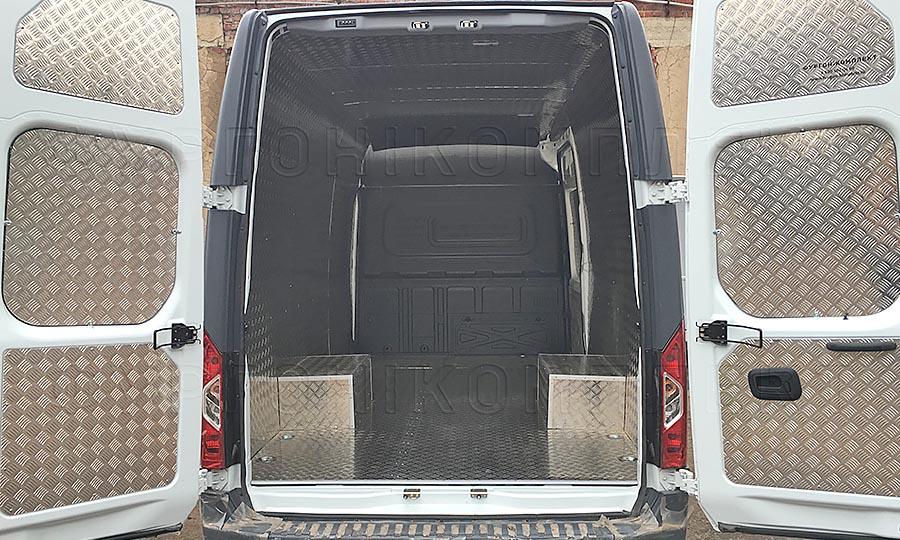 Обшивка фургона Газель Next L3H3: Вид со стороны задних дверей