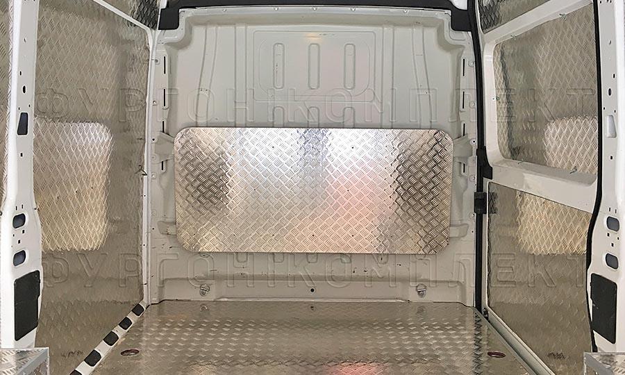 Обшивка фургона Peugeot Boxer L3H3: Вид со стороны задних дверей