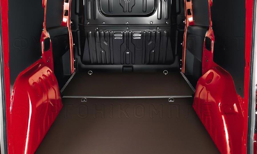 Обшивка фургона Citroën Berlingo L1H1: Вид со стороны задних дверей