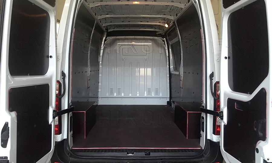 Обшивка фургона Opel Movano L2H2: Вид со стороны задних дверей