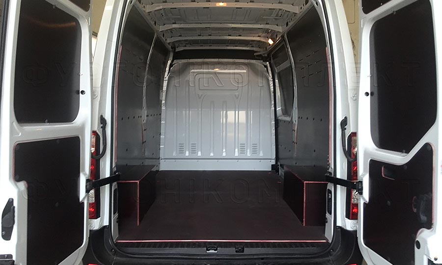 Обшивка фургона Nissan NV400 L2H2: Вид со стороны задних дверей