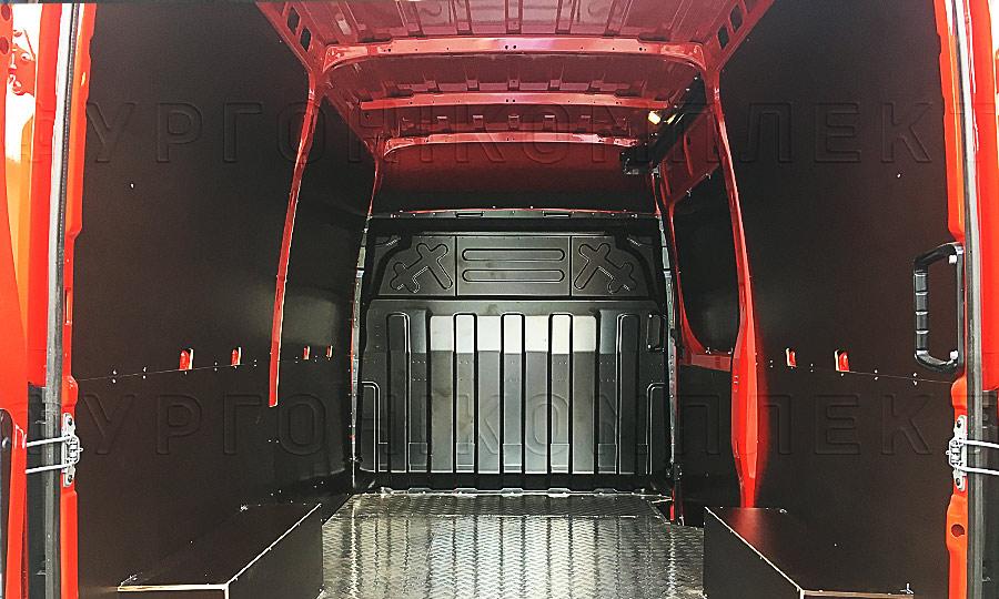 Обшивка фургона Iveco Daily L2H2: Вид со стороны задних дверей