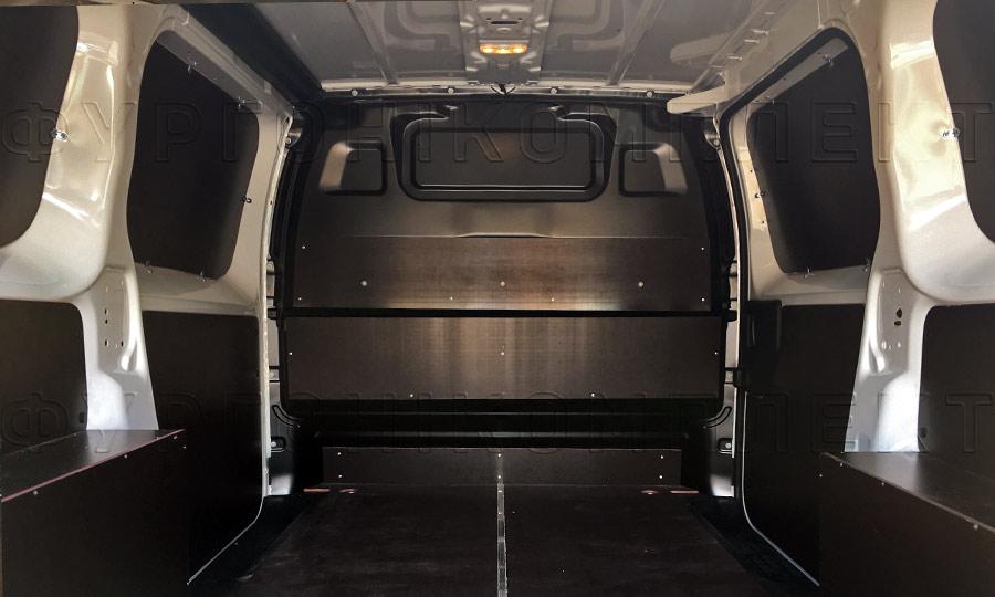 Обшивка фургона Citroën Jumpy L2H1: Вид со стороны задних дверей