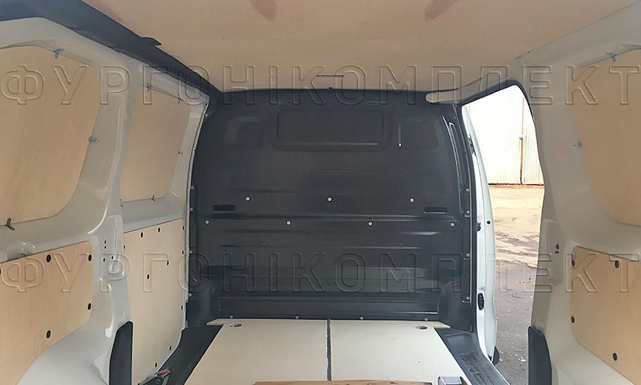 Обшивка фургона Citroën Jumpy 2017 L2H1: Вид со стороны задних дверей
