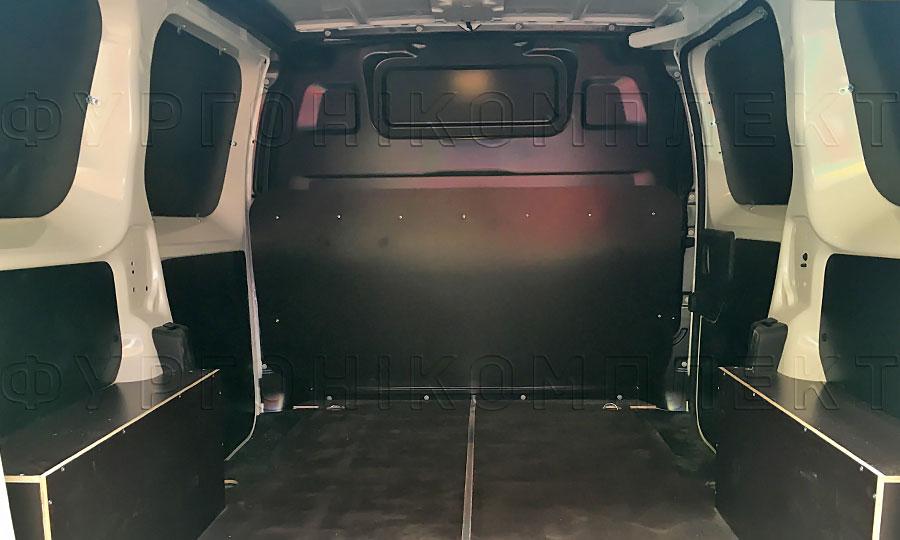 Обшивка фургона Peugeot Expert 2017 L1H1: Вид со стороны задних дверей