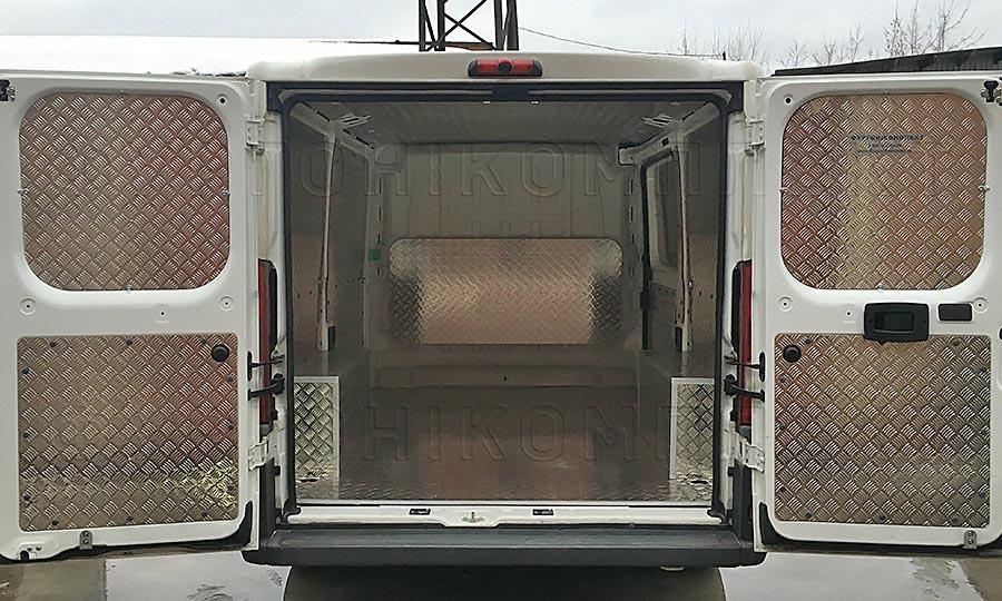 Обшивка фургона Citroën Jumper L1H1: Задние двери и арки